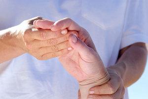Традиционные способы лечения полиартрита пальцев на руках