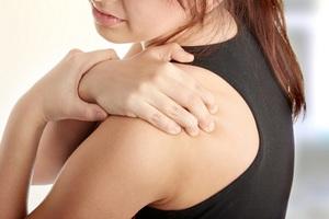 Как выявить симптомы периартрита и когда обращаться к врачу