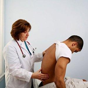 Осмотр у врача - первый этап выявления заболевания