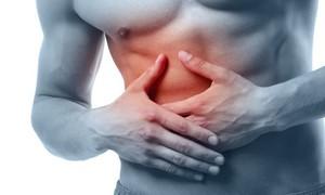 Боль в ребрах может свидетельствовать и о трещине в ребре, и о болезнях внутренних органов