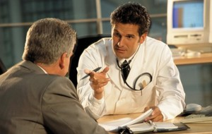 Как диагностировать боль в животе или подреберье сзади?