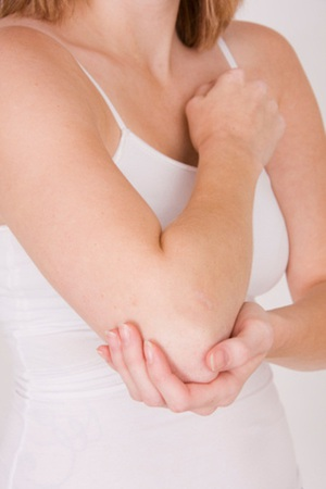 Как лечить боль в локте в домашних условиях