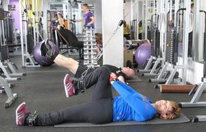 При артрозах хорошо помогает лечебная гимнастика.