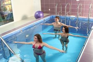 Упражнения в бассейне при грыже позвоночника