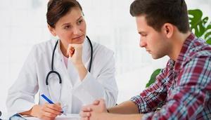 Прием у врача - опрос перед осмотром пациента