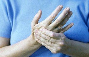 Почему немеет кисть руки