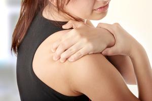 Упражнения для устранения боли в плече