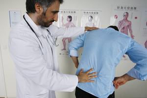 Боль ребро отдает спина