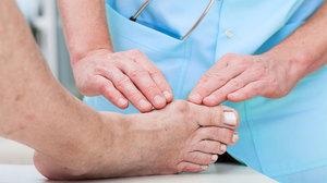 Какими средствами лечить стопы ног