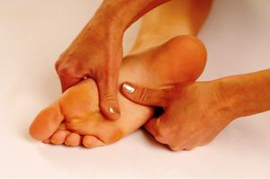 От чего болят пятки - профилактика болезней ног.