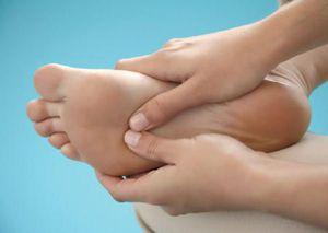 Почему болят ступни и пятки после долгой прогулки?