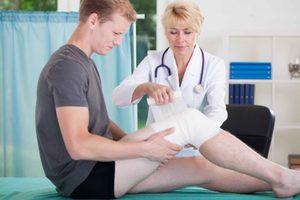 Как лечить повреждение связок коленного сустава: причины и ...